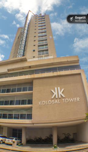 Kolosal Torre