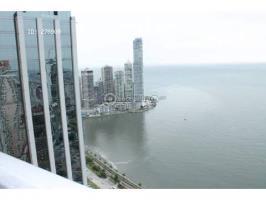 Waters on the bay Avenida Balboa, Panamá