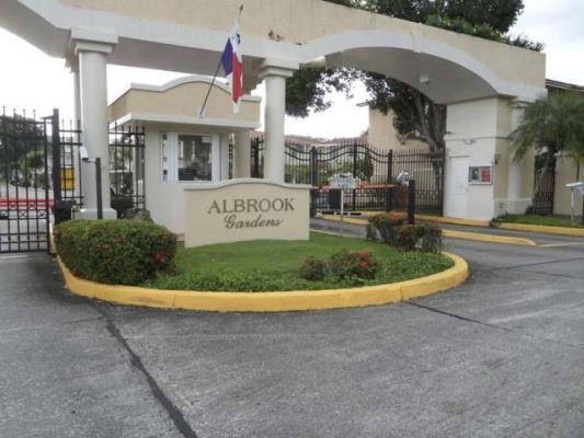 Albrook Gardens Comunidad cerrada